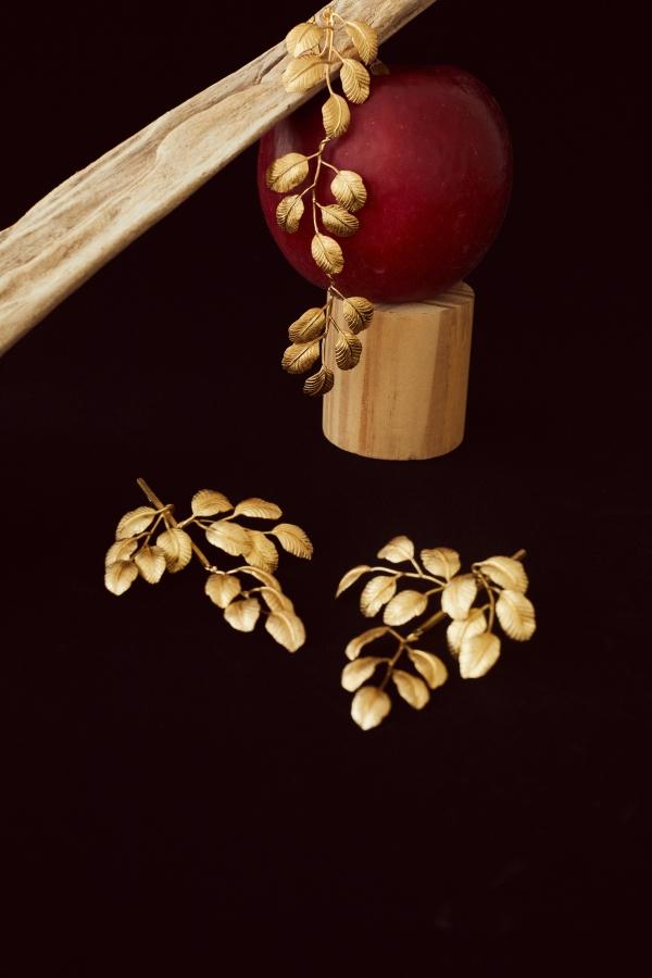 Leaf motif earring